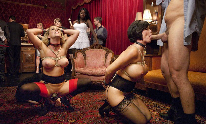 Порно садо в клубе кончает белой жидкостью