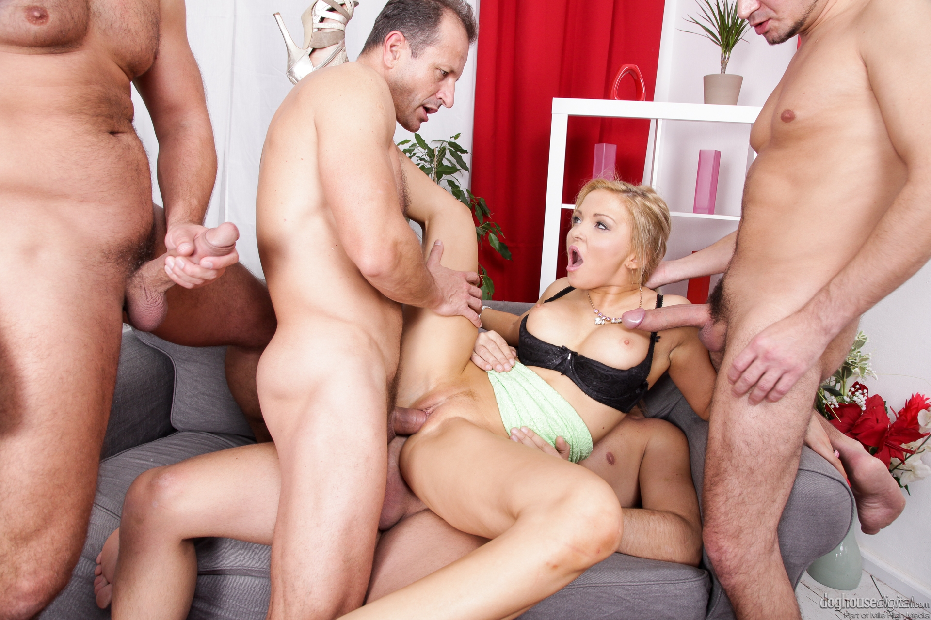 empflix-mature-gang-girls-wanking-bays