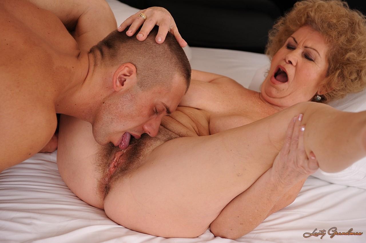 внешней порно молодые лижут старым женщины большими хуями