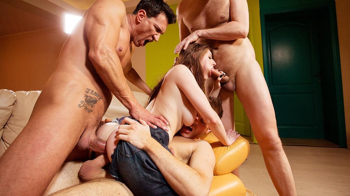 Порно два мужика имеют девушку — photo 12
