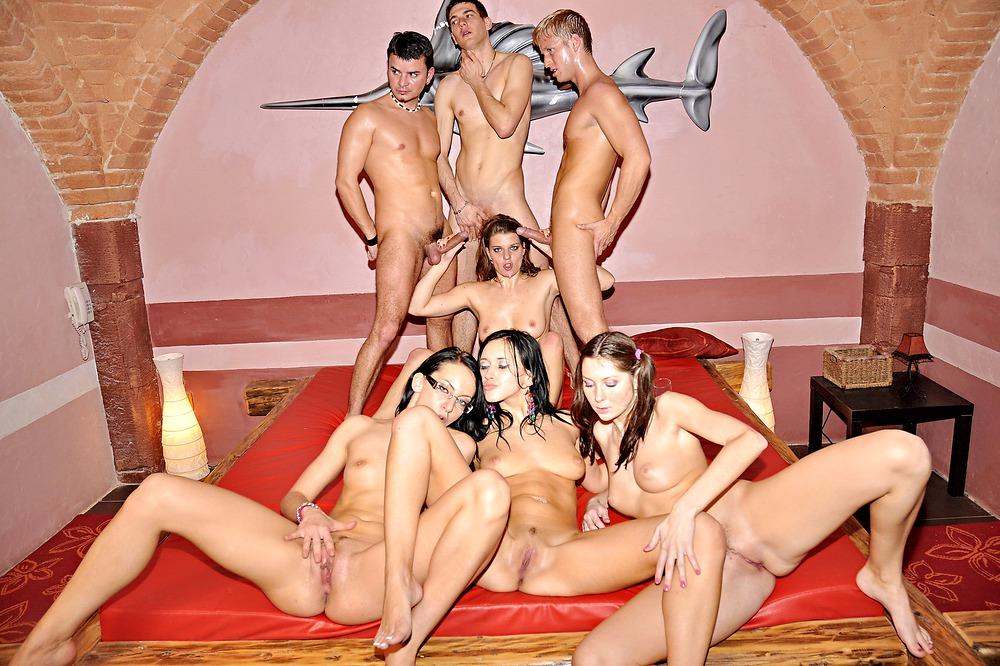 Олеся на студенческой вечеринке порно онлайн